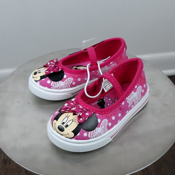 d456a28ed8de Minnie Mouse slip on Toddler shoes size 5 NWT